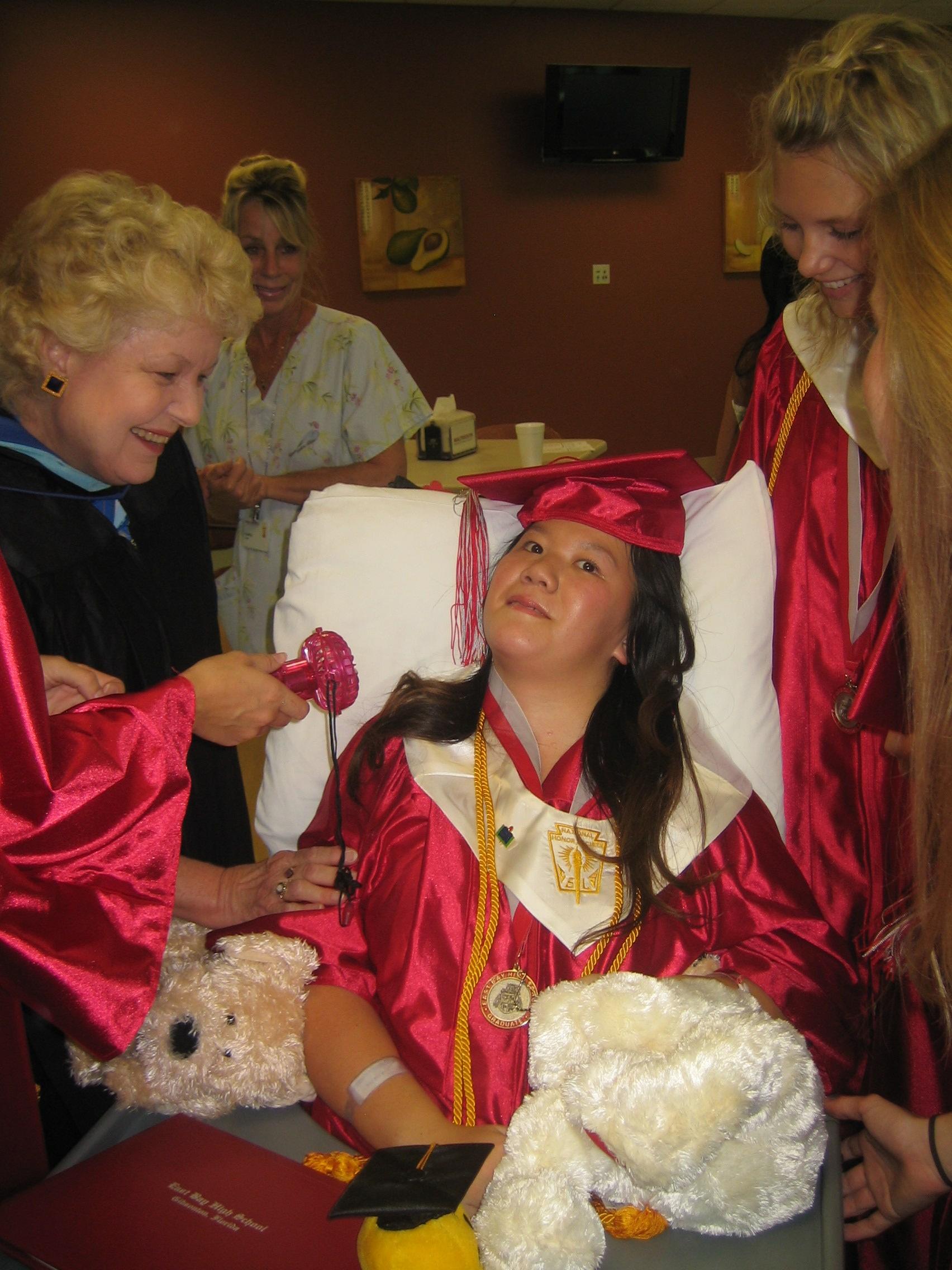 Queena Graduation 052